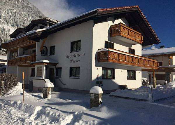 Appartements Wacker**** - Urlaub in Bichlbach in der Zugspitz Arena in Tirol